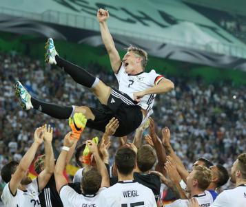 El adiós de Schweinsteiger entre lágrimas (+video)