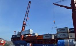 Arriban 771 toneladas de alimentos y medicinas al Puerto de Guanta