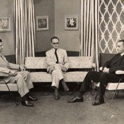 Convit (der) con su mentor el Dr Martín Vegas (centro) quien lo introdujo en el mundo de la lepra.