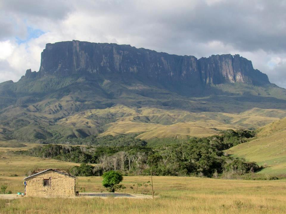Siempre me gustó viajar, en un mapa viejo que tenía visualizaba mis viajes, siempre quise ir al Monte Roraima en Venezuela