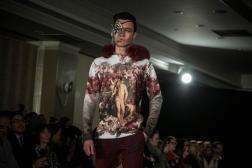 """Un modelo presenta creaciones del diseñador Nidal, el martes 14 de febrero de 2017, en la """"Uptown Fashion Week"""", el evento paralelo a la Semana de la Moda de Nueva York, en el barrio de Hell's Kitchen en Nueva York (EE.UU.)/ Foto: EFE"""