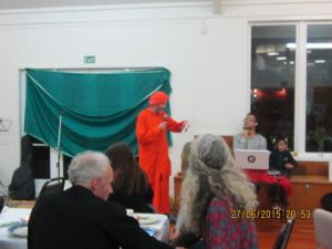 Dada Vimaleshvarananda facilitating the auction