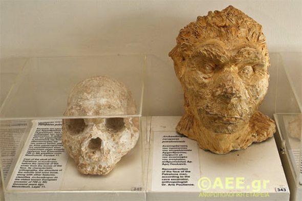 Petralona-cave-crânio-4_0