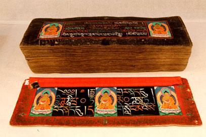 Il Kangyur scritto con 9 pietre preziose