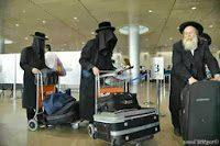 Quello strano abbigliamento degli ebrei ortodossi che i media non mostrano