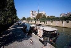 Плавучие рестораны по берегам Сены.