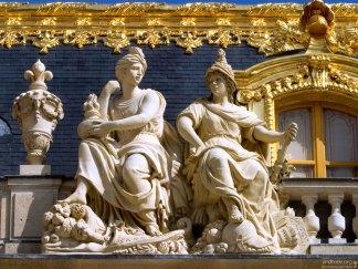 Детали отделки дворца навеяны греко-римской мифологией.