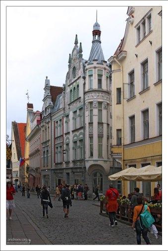 Улица Лай (эст. Lai tänav - «Широкая улица»). Одна из самых больших улиц Старого Таллина.