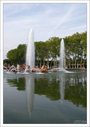 Бассейн Аполлона - узловое место в парке, которое служит связующим элементом между садами, Малым Парком и Большим Каналом.