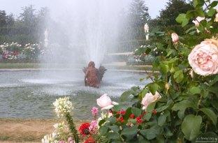 """Один из двух фонтанов """"Ящерицы"""", расположенных у подножия """"Латоны""""."""