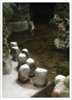 Дорожка для смелых через озеро с водопадом (Lake of the Waterfall). Кинта да Регалейра.