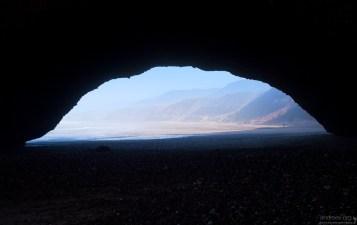 Пролет одной из арок на пляже Legzira beach достигает 30 метров.
