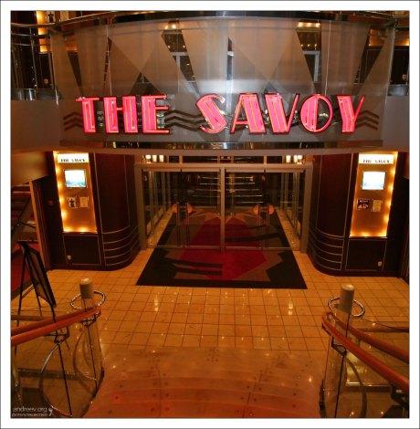 """Театр """"The Savoy"""", где проводятся различные музыкальные и комедийные шоу."""