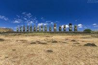 В 60-х годах XX века группа японских археологов подняла с помощью кранов 15 статуй. С этой точки наиболее часто фотографируют истуканов.