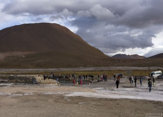Купающиеся и им сочувствующие. Гейзеровое поле Эль-Татио.