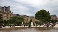 Отдыхающие в саду Пале-Рояль.