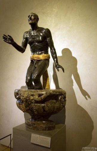 """Скульптура """"Старый рыбак"""", еще известная как """"The Dying Seneca"""". Лувр."""