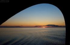 Солнце только-только скрылось за горизонтом. Ладожское озеро.