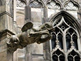 Утенок-мутант с шипами. Миланский Duomo.