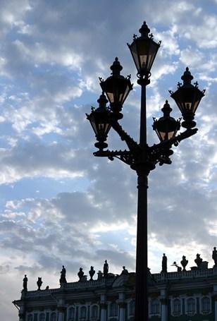 Декоративные фонари на Дворцовой. Архитектор К.К.Рахау.