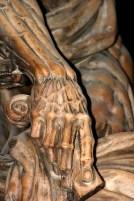Рука статуи святого Бартоломео, в анатомических подробностях. Миланский Duomo.