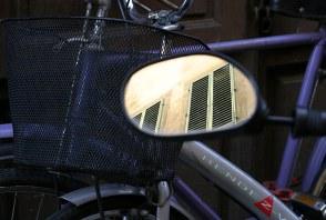 Велосипед и ставни.