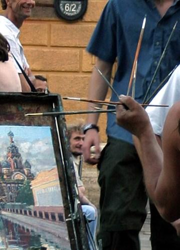Сколько кистей в руке у художника?