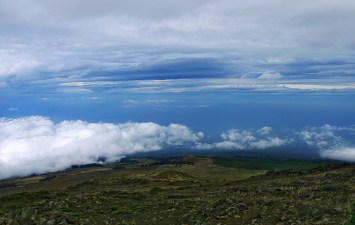Дорога над облаками к вершине вулкана Халеакала.