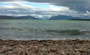 Прибой на озере Naknek lake.