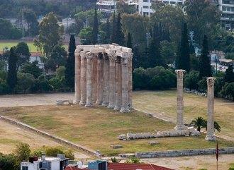 Храм Зевса-олимпийца с высоты Акрополя.