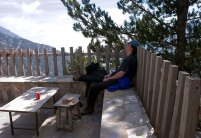 Отдыхаем в убежище после тяжеленного подъема. Национальный парк Олимп.