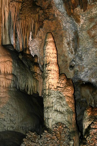 "Сталагмит ""Witches finger"" - ""Палец чародейки"". Carlsbad Caverns National Park."