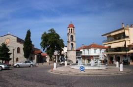 Центральная площадь в деревушке Litochoro.