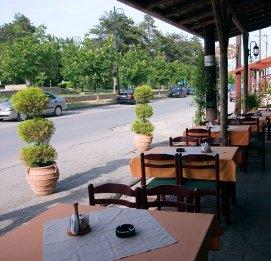 Придорожное кафе в деревушке Litochoro.