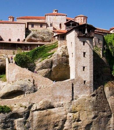 Крутые ступеньки в монастырь Megalo Meteoro. Метеоры.