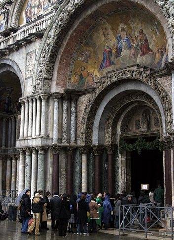 Вход в базилику San Marco.