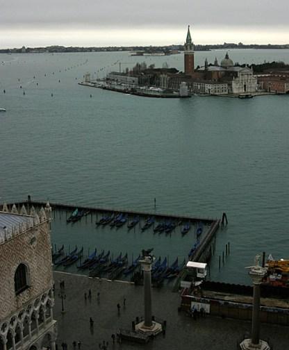 Вид с колокольни на гавань и остров San Giorgio Maggiore.