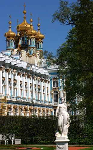 Скульптура в Старом саду перед Екатериниский дворцом. Пушкин.