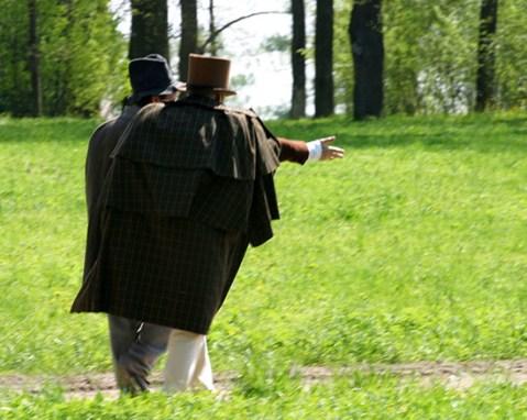 Актеры исторического сериала, прогуливающиеся перед съемками в парке. Пушкин.