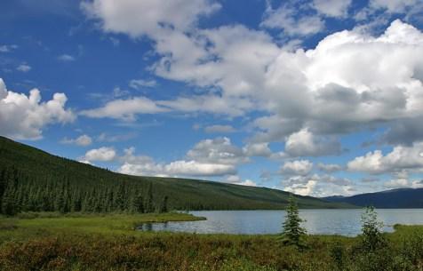 Вдоль берегов Чудо-озера.
