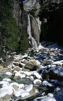 Vernal fall (весенний водопад).