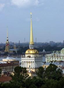 Шпили Адмиралтейства и Петропавловской крепости.