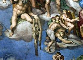 """Фрагмент картины Микеланджело """"Страшный суд"""". В центре святой мученик Бартоломео держит кожу с лицом-автопортретом самого Микеланджело. Сикстинская капелла Ватикана."""