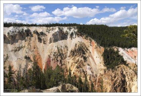 Северный склон Большого Йеллоустоуновского каньона.