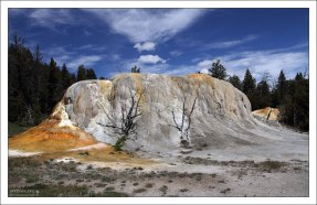 Курган Orange Spring Mound сбоку похож на мамонта.