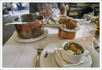 """Ужин в знаменитом ресторане """"Plachuttas""""."""