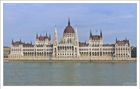 Здание парламента - самое большое в Венгрии; в нём 691 помещение.