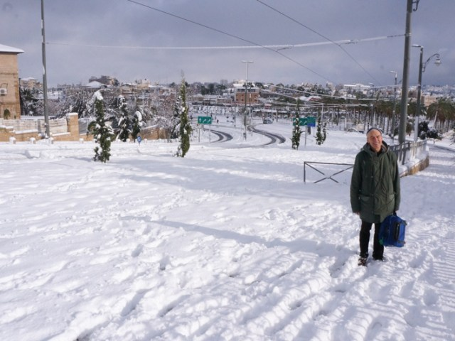 Un fratello sotto la bufera di neve a Gerusalemme