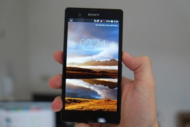 Der Bildschirm überzeugt mit Full HD-Auflösung, wirkt im Vergleich mit dem HTC One aber weniger brillant.