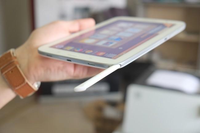 Der S-Pen: In der rechten unteren Ecke ist der S Pen untergebracht. Beim Herausziehen des Stylus öffnet sich automatisch eine Übersichtseite mit relevanten Anwendungen.
